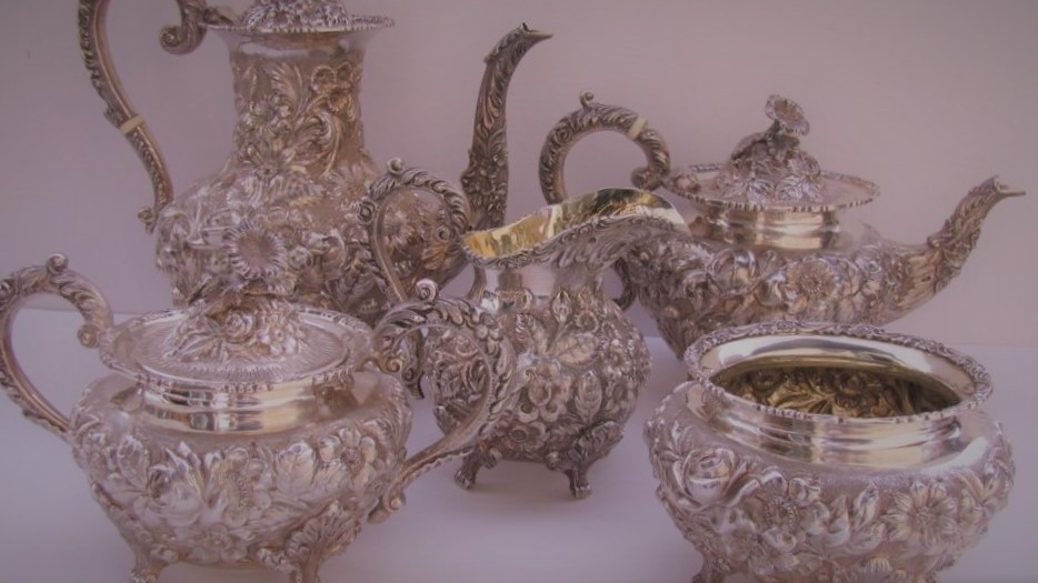 Столовое серебро 18 века