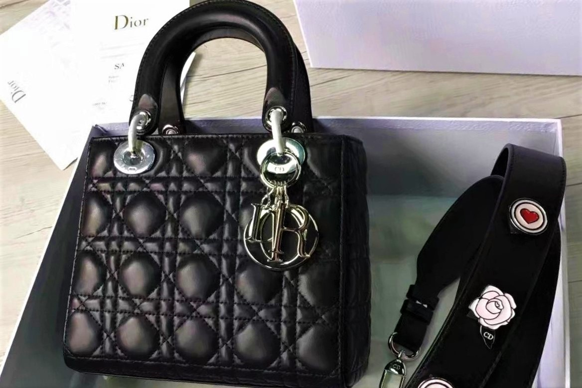Продать сумку Dior на выгодных условиях и без комиссий